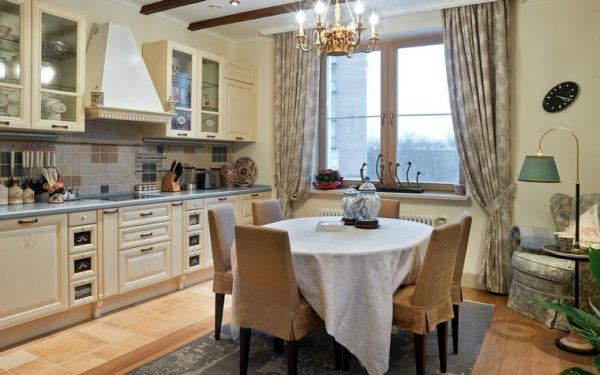 Бежевая кухня в стиле прованс декор