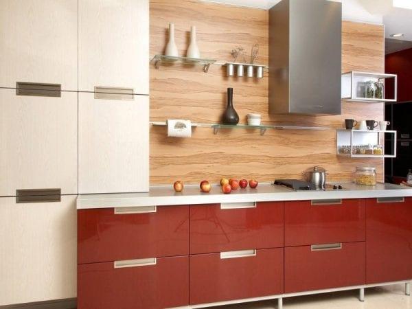 Красно-кремовая кухня