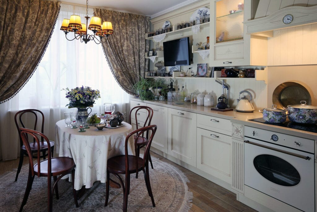 Особенности дизайна кухни во французском стиле.
