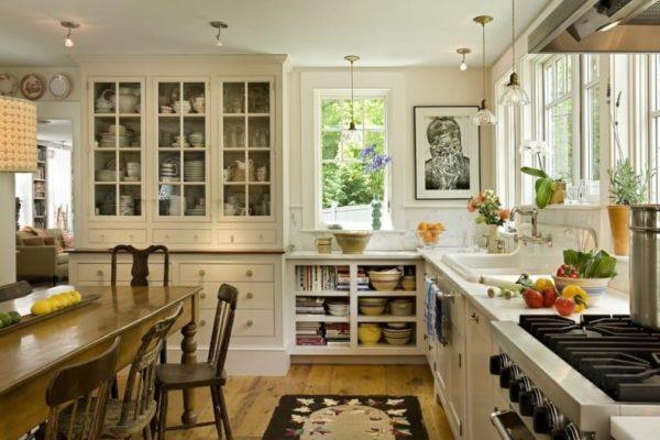 Кухня в английском стиле с ковром