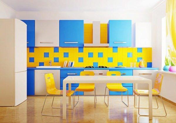 Желтый с синим или голубым