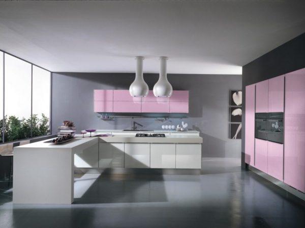 Серо-розовая кухня
