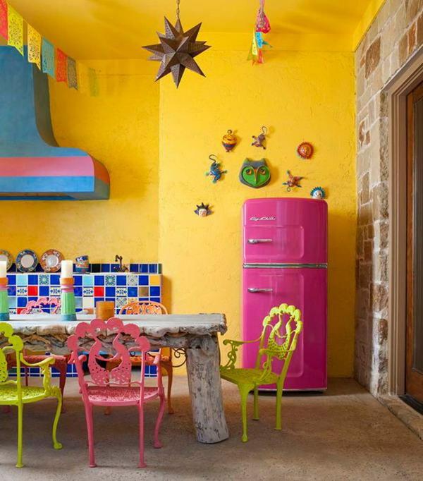 Розово-желтая кухня