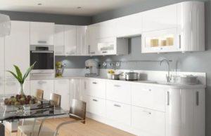 Дизайн белой глянцевой кухни: гарнитуры, мебель