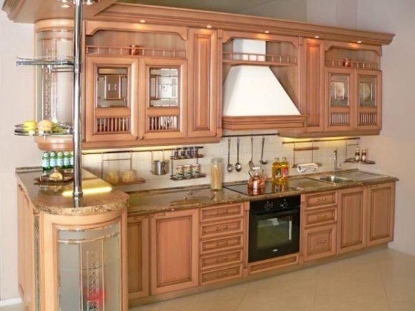 Персиковая кухня в классическом стиле