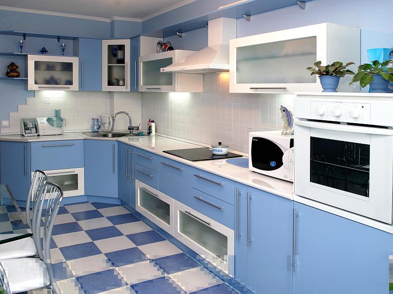 Интерьер голубой кухни