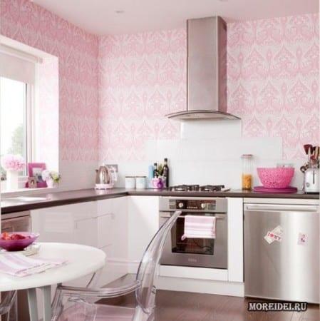 Кухня с розовыми аксессуарами