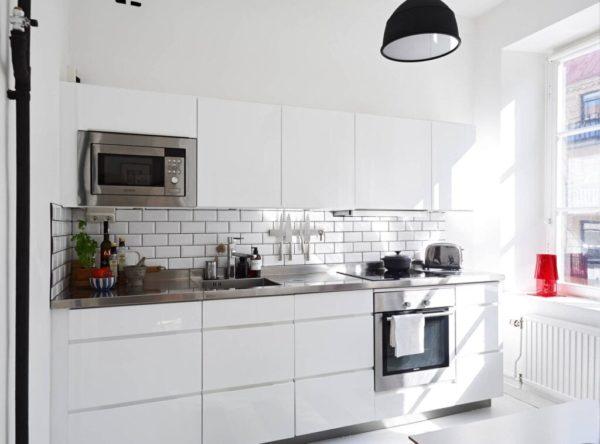 Кухонный фартук из белой керамики
