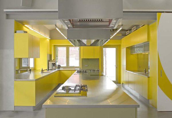 Желтая кухня в стиле модерн