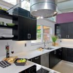 purple-wall-in-white-and-black-kitchen-design