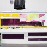 shiny-yellow-wall-kitchen-with-violet-backspalsh-915x698