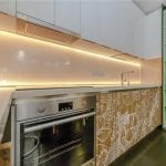 Скинали-с-подсветкой-в-интерьере-кухни-3