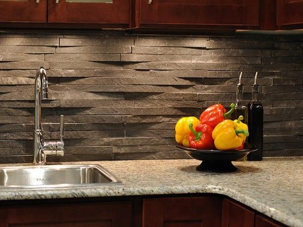 Декоративный камень привнесет самобытности в атмосферу кухни