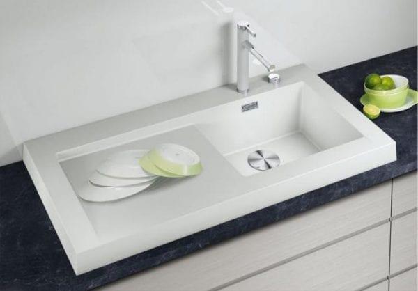 Белая кухонная мойка
