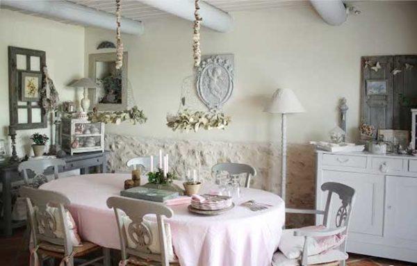 Кухня шебби-шик с декоративными балками