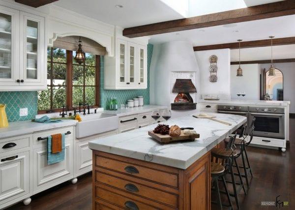 Цвет мебели в кухне по-гречески