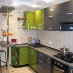 Дизайн серо-зеленой угловой кухни 11 кв.м