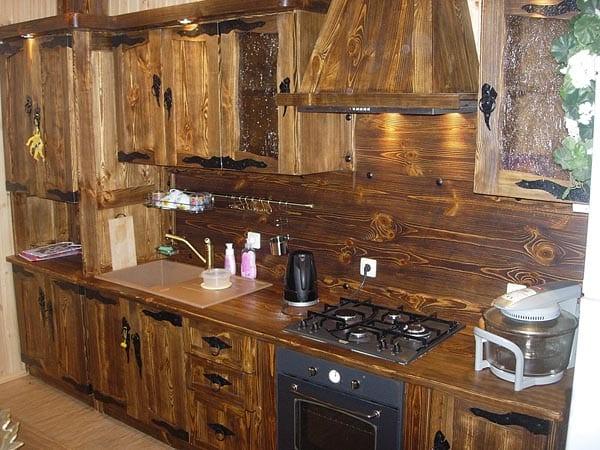 Дизайн кухни из вагонки фото