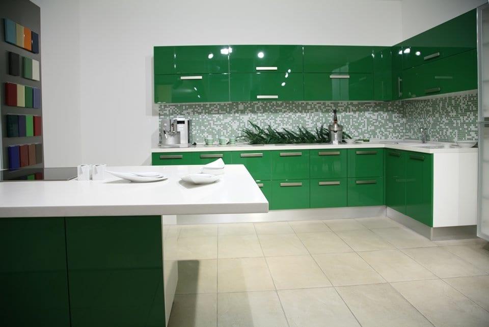 Кухня зеленая с белым фото