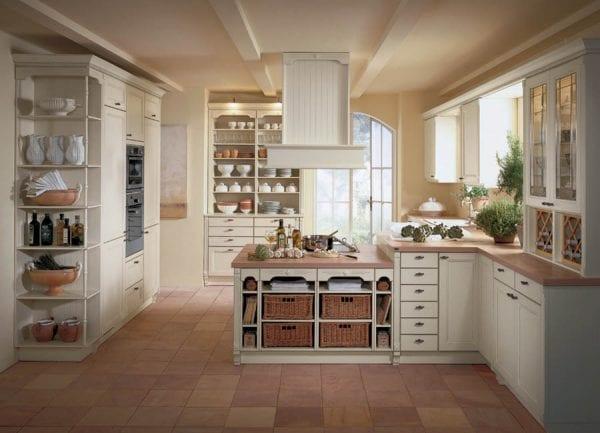 Кухня в стиле кантри с каменной столешницей