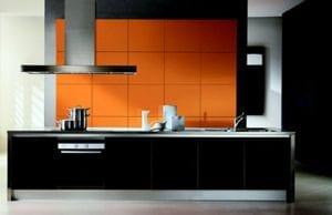 Черно-оранжевая кухня