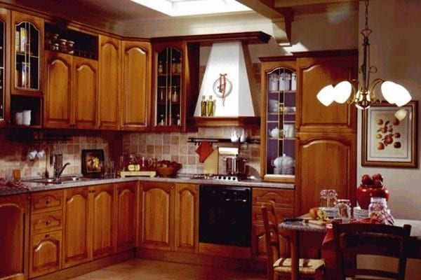 Кухне в классическом стиле из дерева