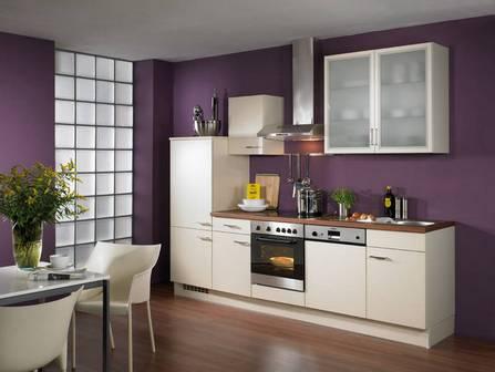 Современная кухня цвета баклажан с ванилью