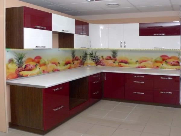 Бело-бордовая кухня