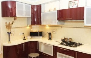 Бордовая кухня: роскошь вне времени и стилей