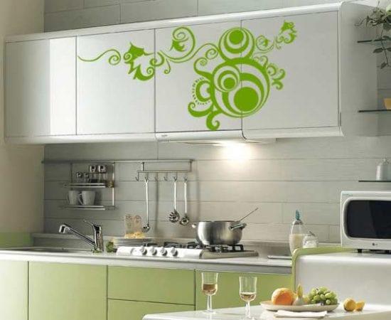 Декорирование кухонной мебели с помощьюк наклеек