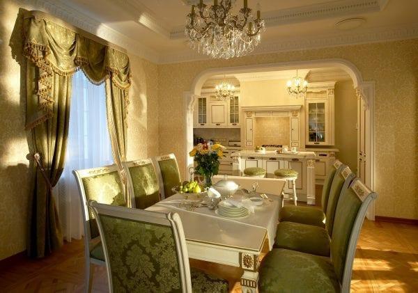 Кухня-гостиная в стиле прованс с аркой