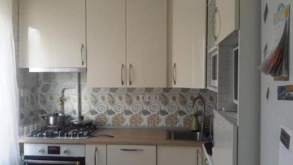 Кухня МЕТОД с кремовыми фасадами