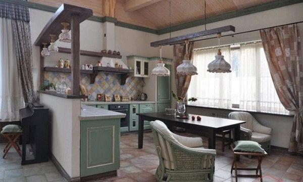 Кухня-гостиная в стиле прованс с полуперегородкой