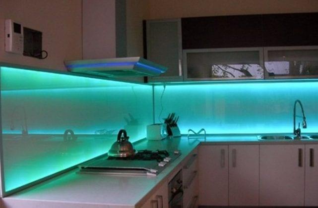 Как сделать фартук из стекла для кухни