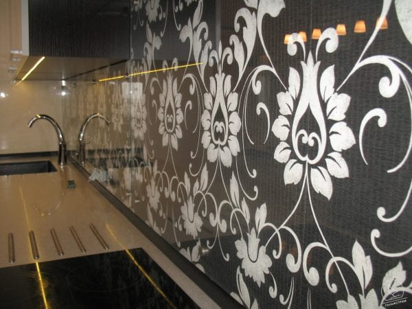 На фото – дизайн «рабочей» кухонной стенки.