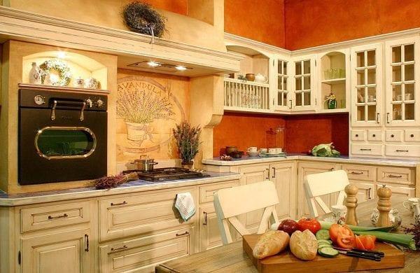 Фартук для белой кухни в стиле прованс