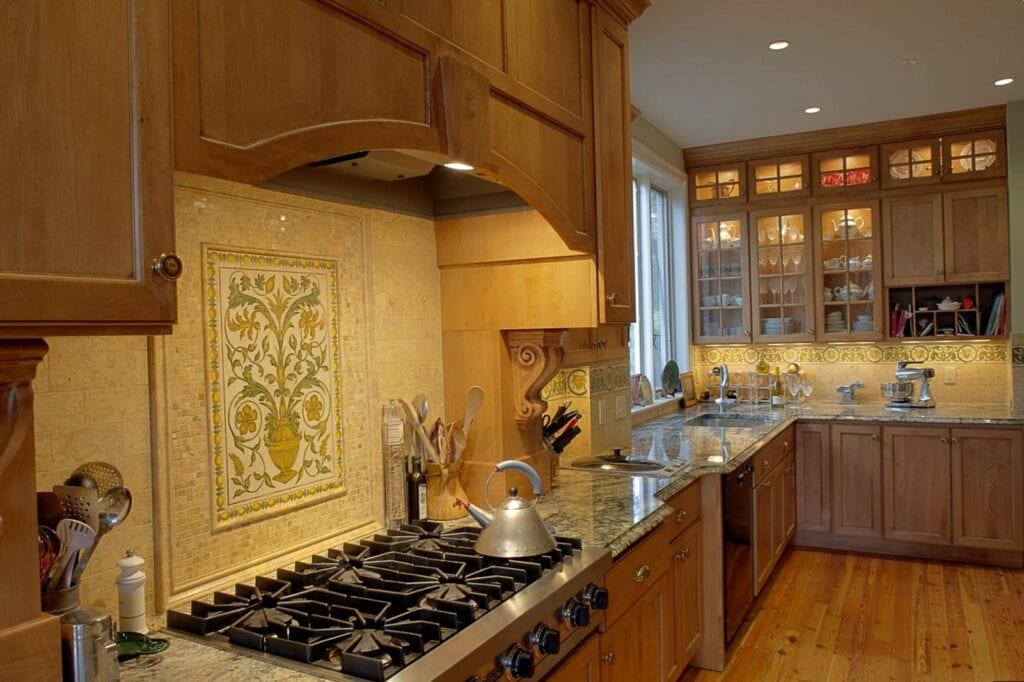 Плитка для кухни белая годится только как фон