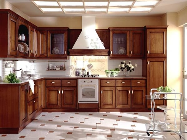 Кухня с филенчатыми створками.