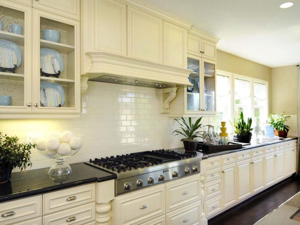 Дизайн кухонного фартука классика