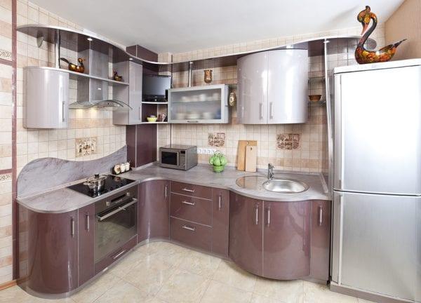 Маленькая кухня с гнутыми фасадами