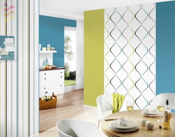 Кухня с комбинированными покрытиями стен
