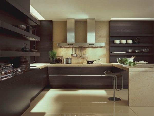 Кухня темно-коричневого цвета