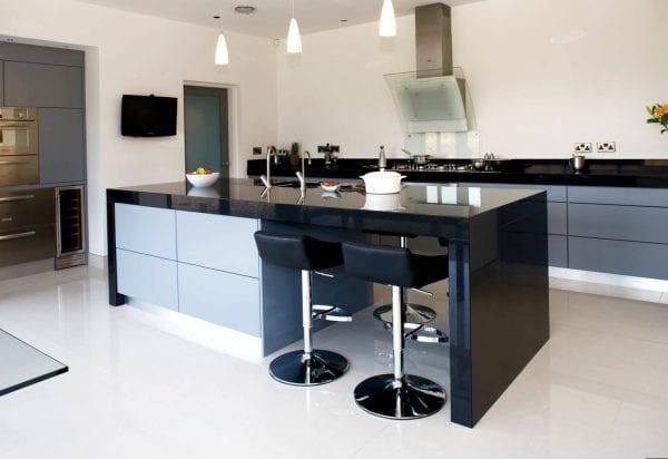Островные кухни без верхних шкафов