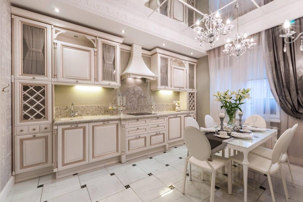 Белые кухни классические в интерьере фото