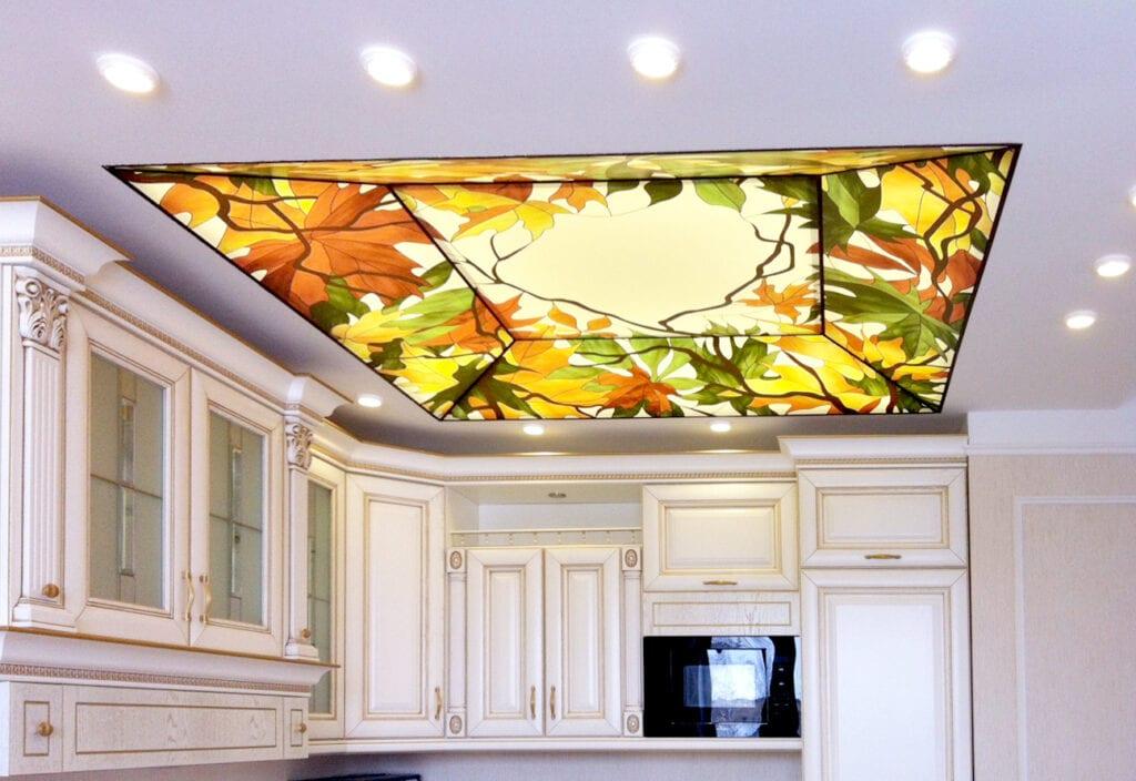 Фото дизайна натяжных потолков с рисунком
