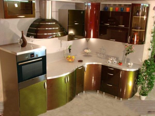 Радиусная кухня с эффектом хамелеон