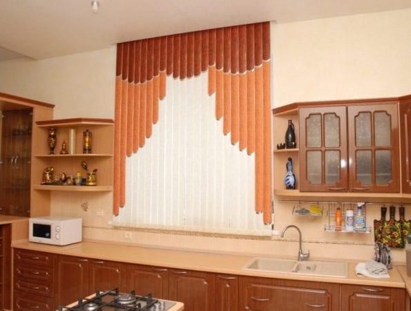 Вертикальные жалюзи на кухне