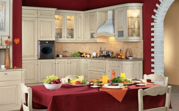 Бежевая кухня в классическом стиле