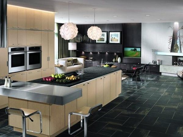 Бежево-черная кухня