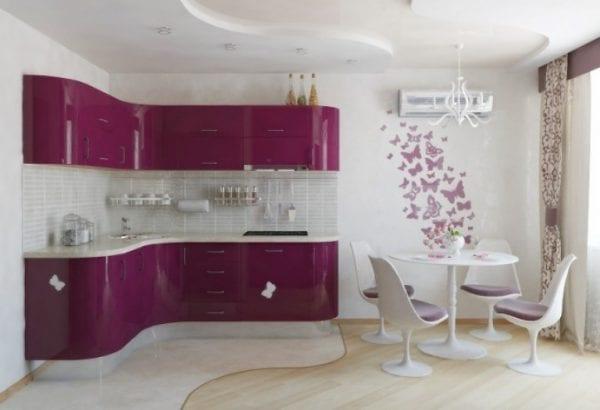 Бежево-фиолетовая кухня